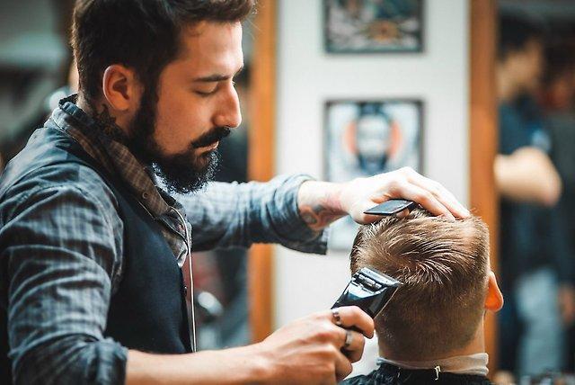 Парикмахерская для мужчин - это неплохой вариант для бизнеса.