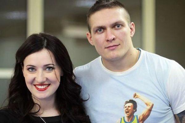 Усик вместе с женой