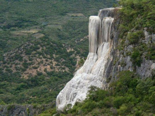 каменный водопад