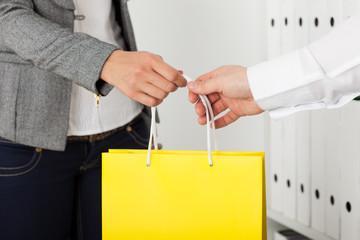 Интересные идеи для корпоративных подарков