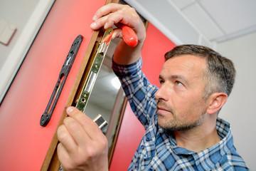 Персонал для производства дверей