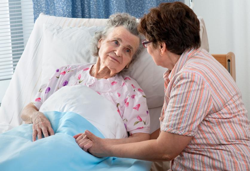Как помыть голову лежачему больному дома?