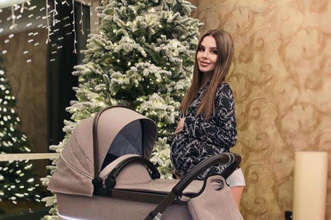 Беременную невестку Валерии раскритиковали за покупку дорогой коляски