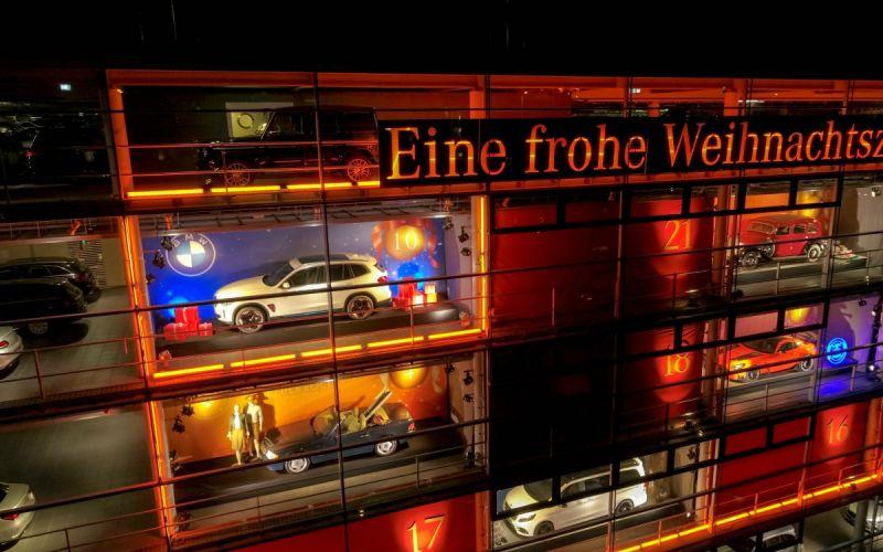 Mercedes и BMW прорекламировали автомобили друг друга в канун Рождества