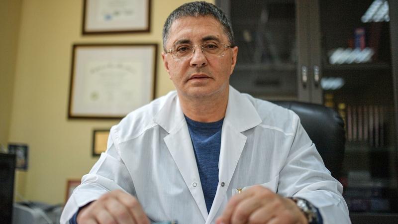 Мясников рассказал, как вакцина от COVID-19 поможет отказавшимся от нее