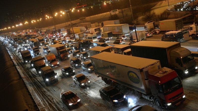 Москвичей предупредили о девятибалльных пробках вечером