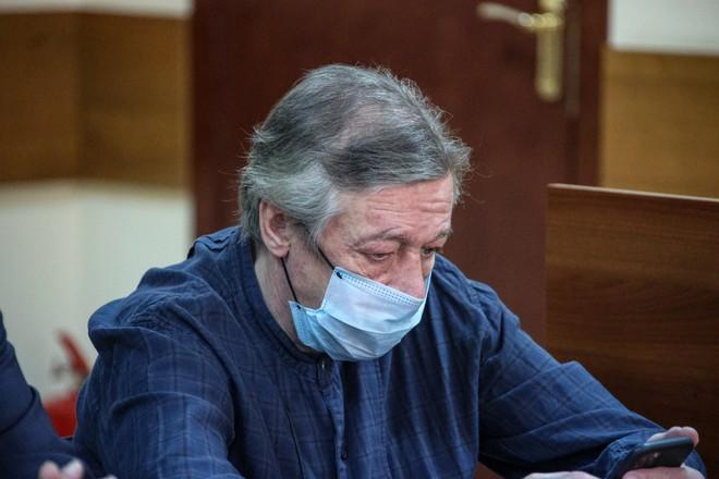 «Он просто сойдёт с ума»: жена Ефремова решила подать на развод