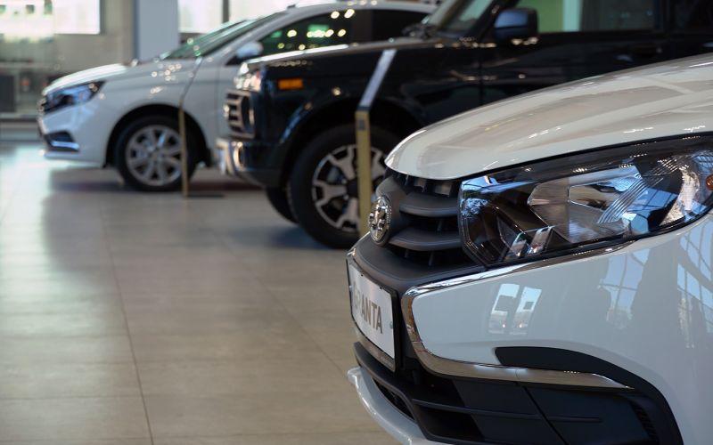 «По таким ценам покупать машины уже не будут». Россиянам пообещали скидки