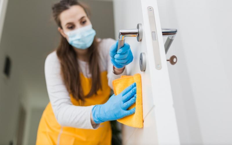 Правила уборки в доме с заболевшим COVID-19— памятка Роспотребнадзора