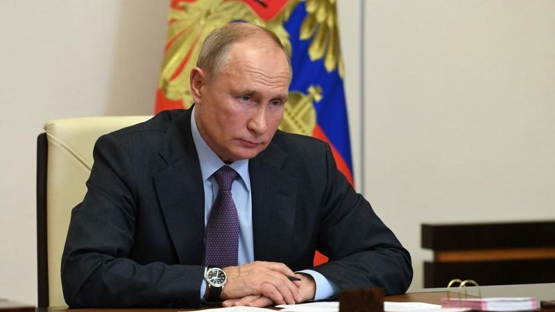 Путин подписал законы об отставке судей из-за иностранного гражданства