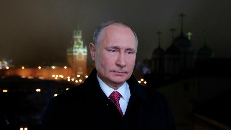 Путин выступил с самым продолжительным новогодним обращением