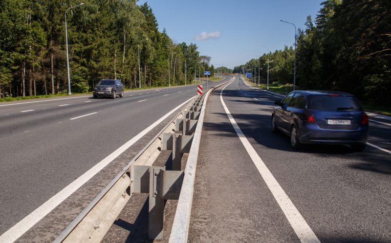 В 2024 году на всех четырехполосных дорогах в России появятся отбойники