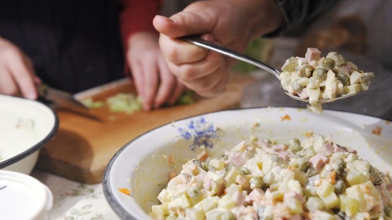 Заморозка не спасет: как хранить оливье и другие салаты